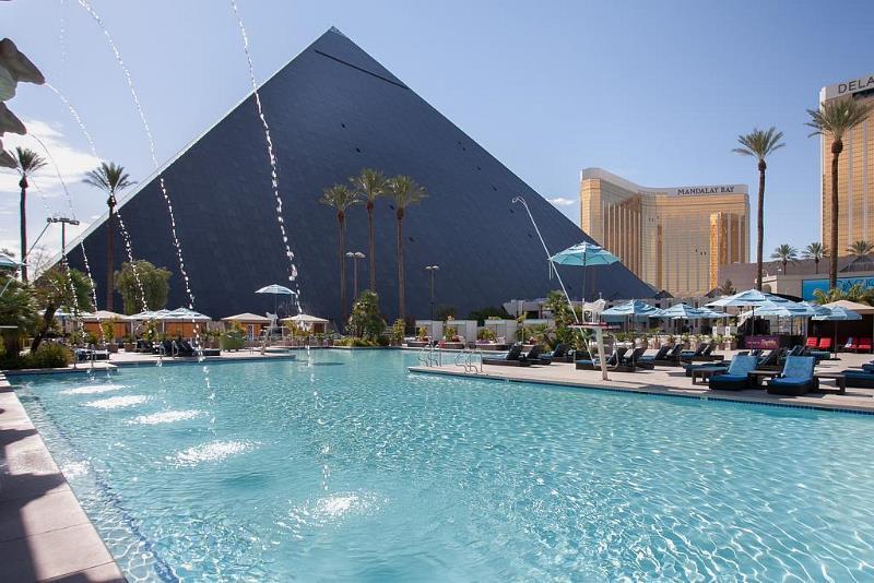Bildergebnis für Pyramid hotel las vegas images