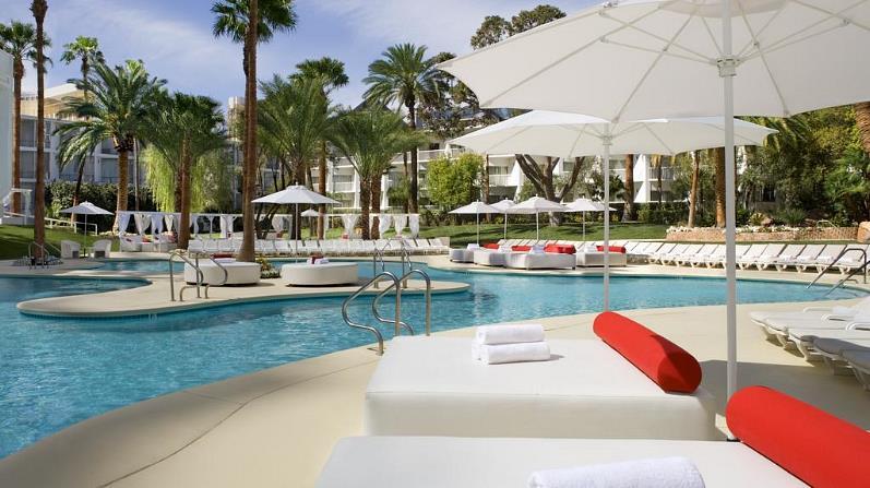 Hotel Tropicana Pool