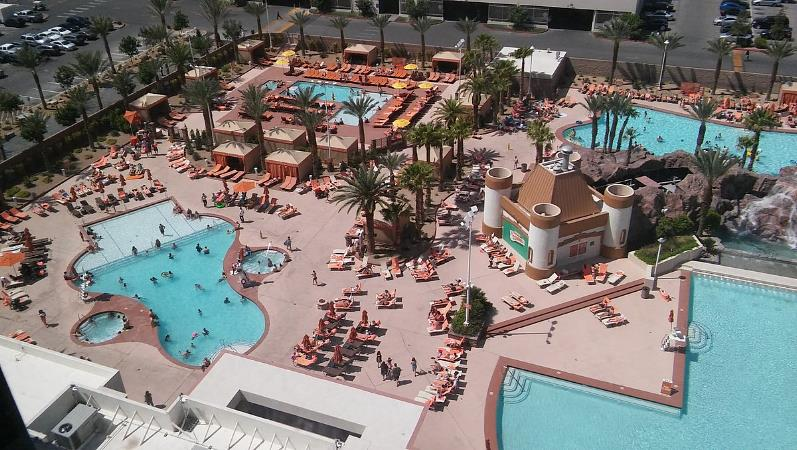 Hotel Excalibur Pool